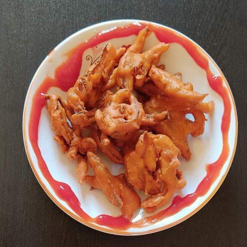 Onion Pakoda on dish
