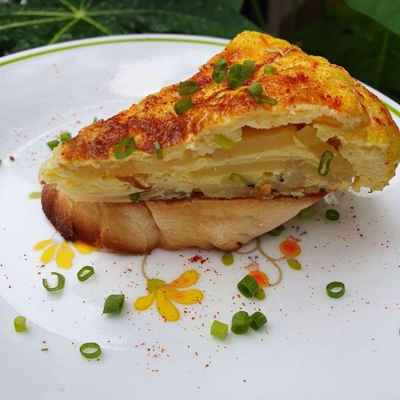 plating Tortilla de Patatas | Getmecooking.com