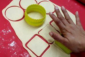molding cheese samosa | Getmecooking.com